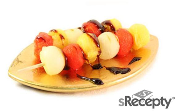 Pincho de fruta y queso