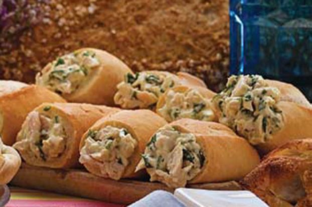 Rollitos de pan, pollo y hierbas