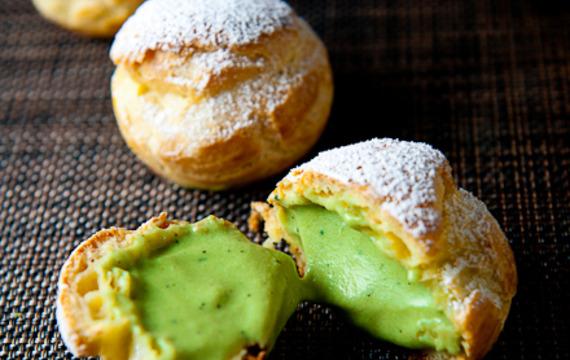 Bolitas con crema de té verde