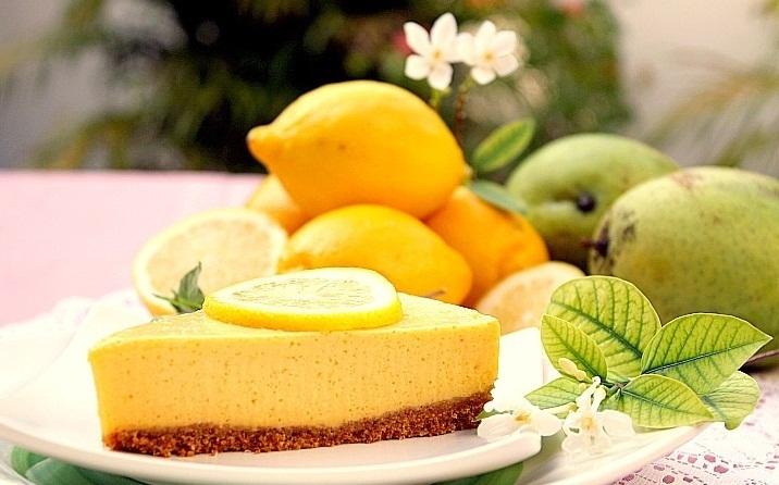 Tarta cremosa de mango y limón