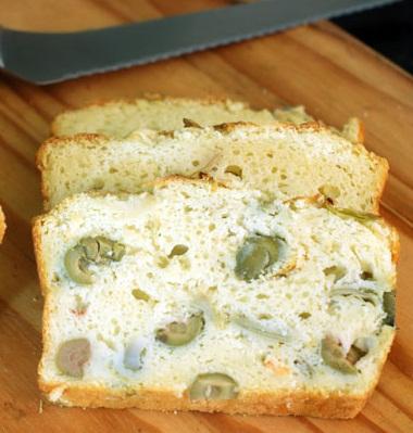 Pan de alcachofa y olivas