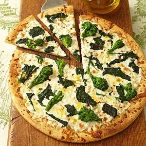Pizza de brócoli y mozzarella