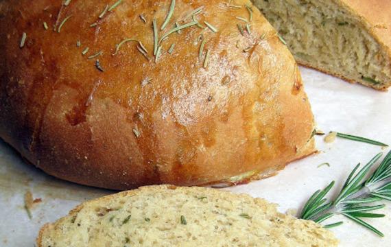 Pan con romero y aceite de oliva