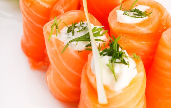Rollitos de salmón
