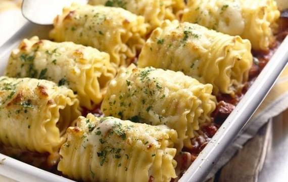 Rolls de lasagna con pollo y queso