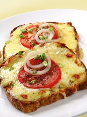 Tostada de mozzarella y tomate