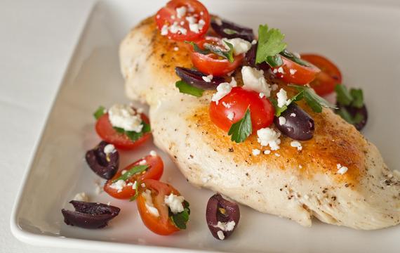 Pechuga de pollo con aceituna y tomate cherry
