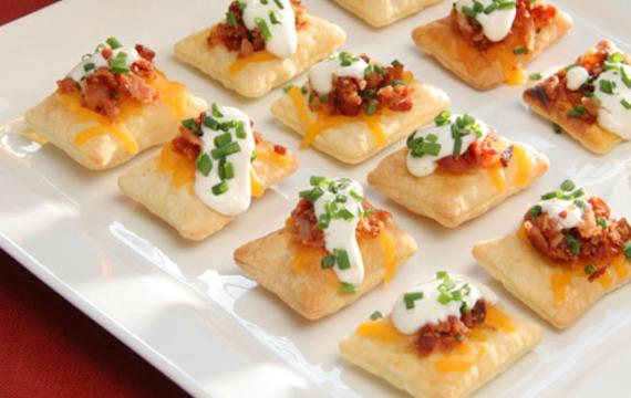 Pastries de tocino y queso cheddar