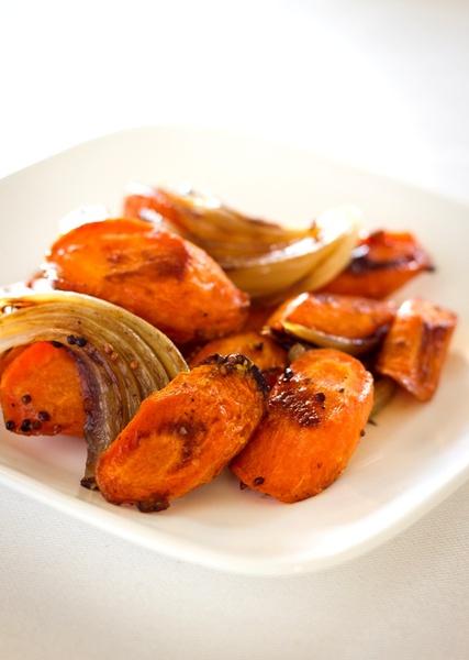 Zanahorias y cebollas caramelizadas con mostaza