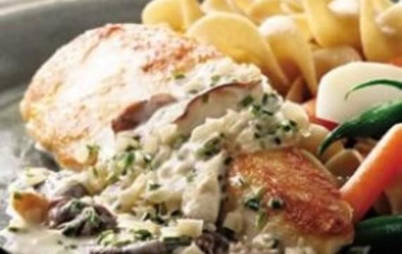 Pechuga de pollo con salsa cremosa de champiñones