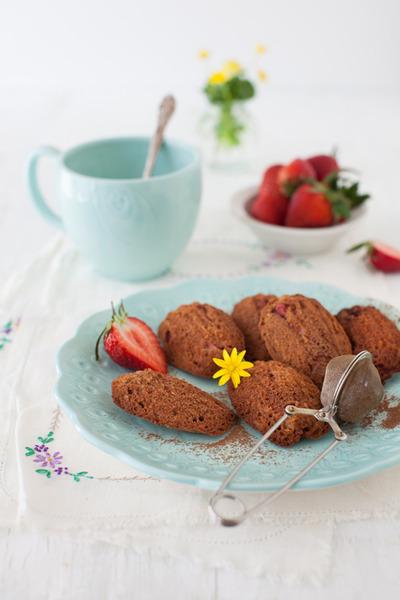 Madeleines al cacao, coco y frutilla