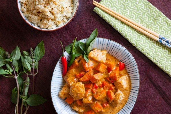 Pollo al curry con coliflor al coco