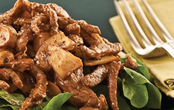 Fajitas de carne con rúcula