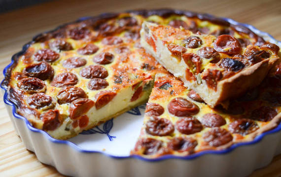 Tarta de crema y tomates cherry