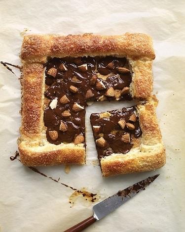 Pastelito de chocolate y almendras