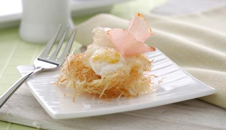 Nidos de papa y huevo
