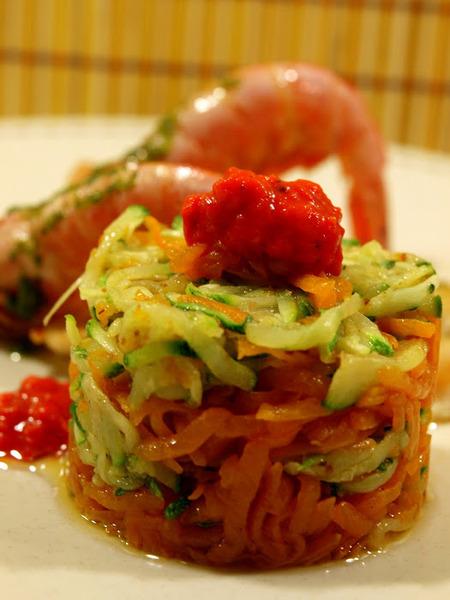 Torre de verduras con pescado a la plancha