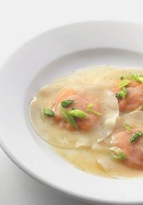 Ravioles de batata con sopa de queso