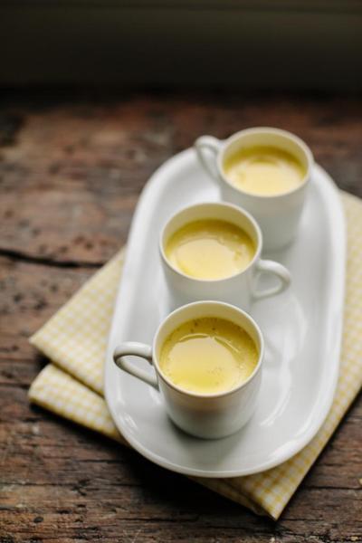 Tacitas de crema de aceite de oliva y vainilla
