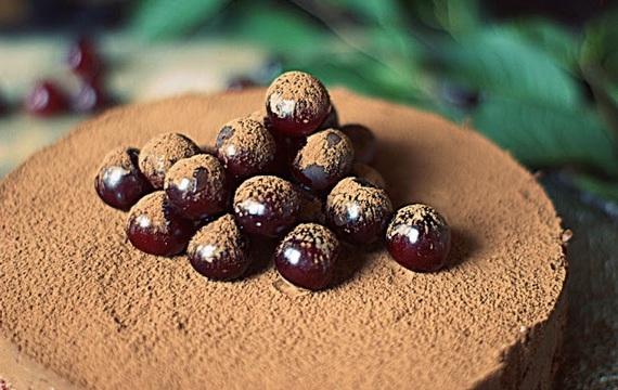 Cheesecake de chocolate con cerezas