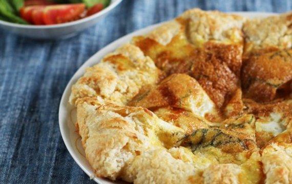 Crostata de huevo con manteca y menta