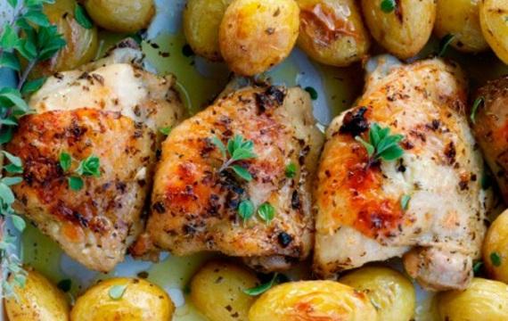 Pollo y papas con limón y hierbas