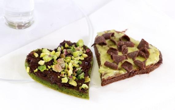 Panqueques de té verde con pistachos y chocolate
