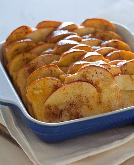 Pastel de tostadas con manzana