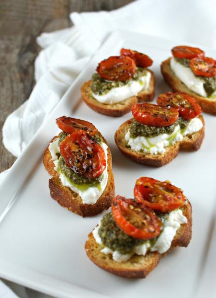 Crostini de tomates asados