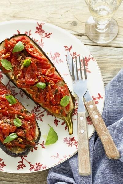 Berenjena rellena con tomatitos