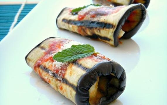 Rolls de berenjena al parmesano
