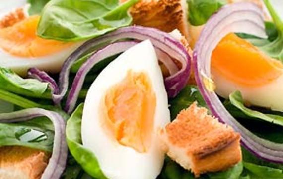 Ensalada de espinaca y huevo