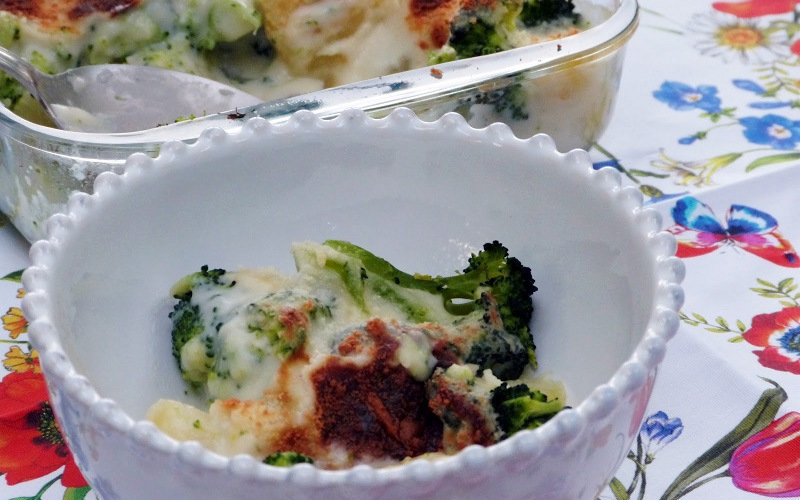 Brócoli con salsa blanca