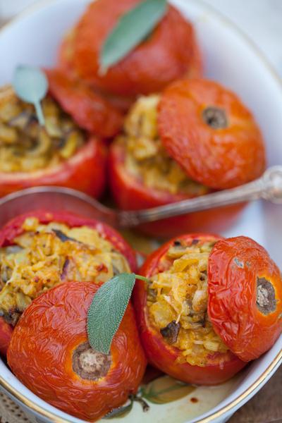 Tomates rellenos con arroz y champiñones