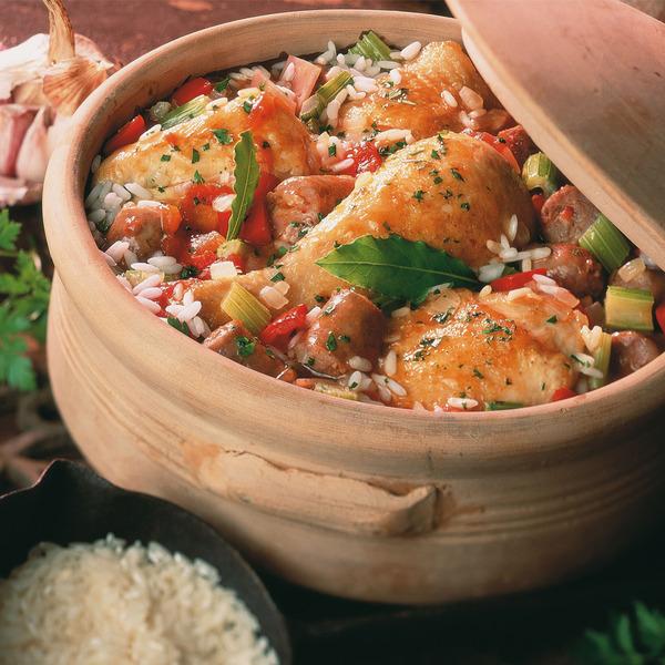 Cazuela de pollo, arroz, jamón y tomate