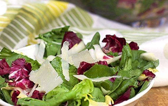 Ensalada de espinaca, champignones y radicchio