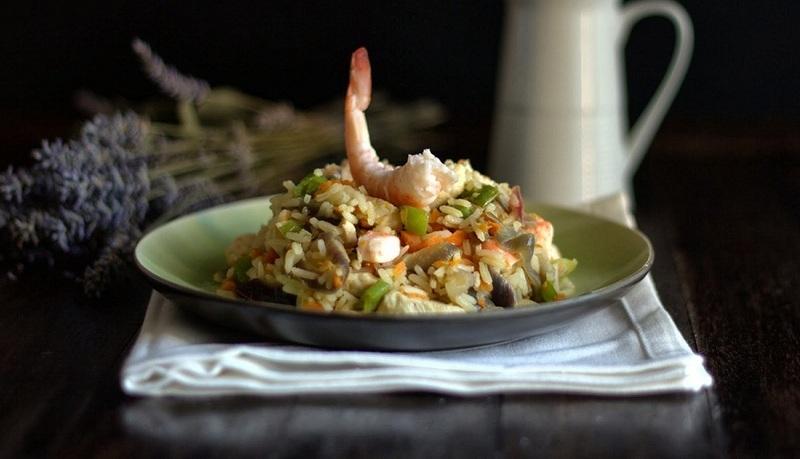 Arroz Thai con langostinos y pollo