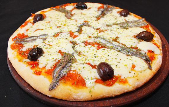 Pizza de mozzarella y anchoa