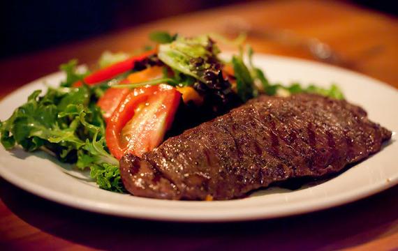 Agregando un nuevo corte de carne al asado