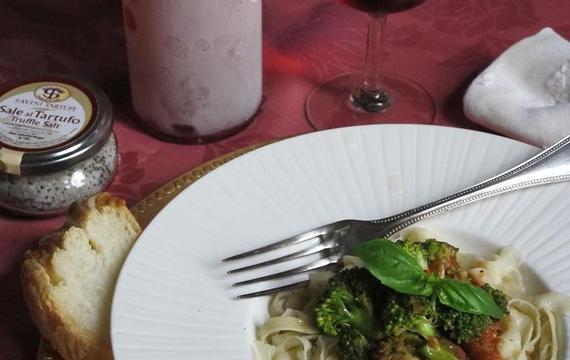 Tallarines caseros con salsa de puerros y brócoli