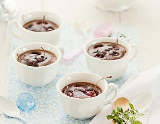 Clafoutis de chocolate con cerezas