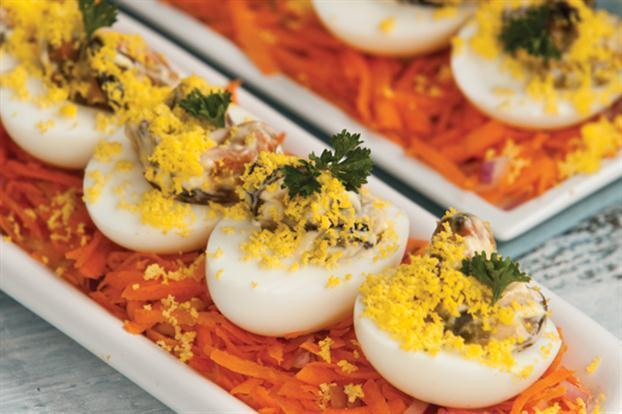 Huevos rellenos con mejillones