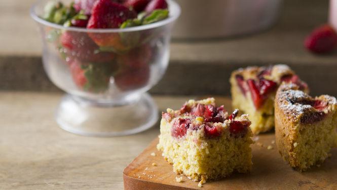 Torta de avena y frutillas