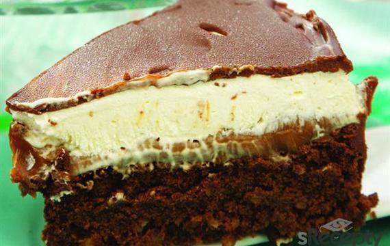 Torta bombón bañada en chocolate