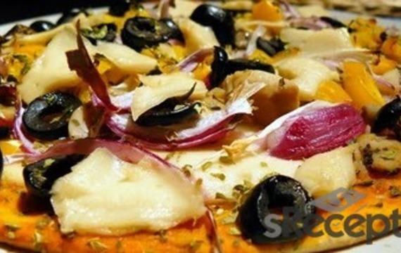 Pizza con alcauciles y jamón crudo