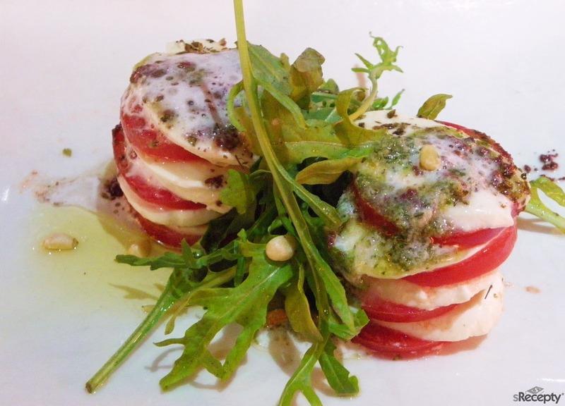 Torre de tomate, lechuga y mozzarella