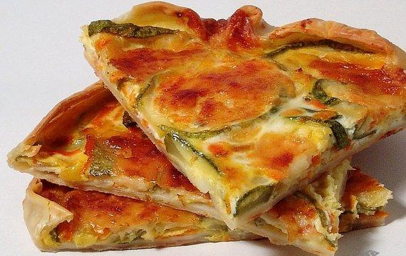 Tarta de zucchini, panceta y queso