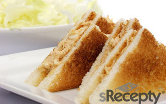 Sandwich de atún caliente