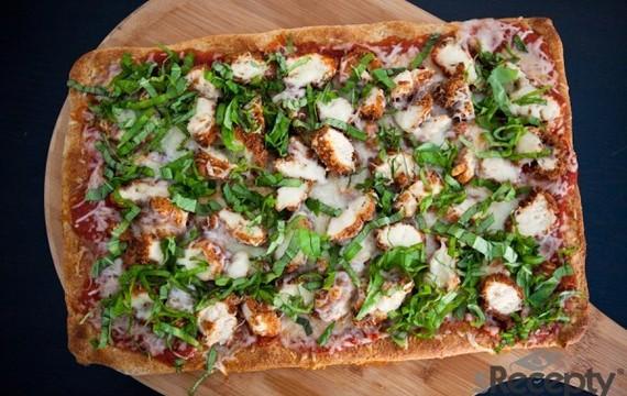 Pizza de pollo y parmesano